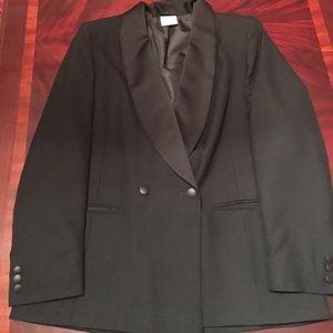 Alexon woman's tuxedo style blazer